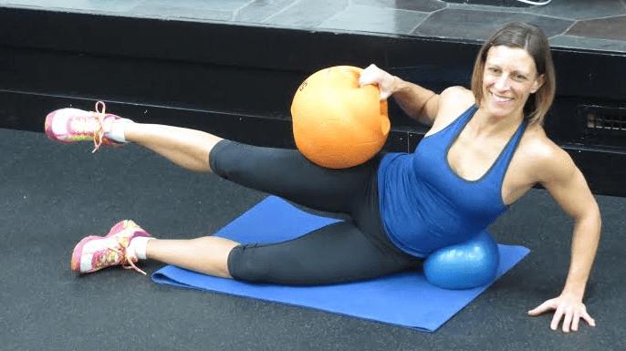 jamie dee teaching a fitness class